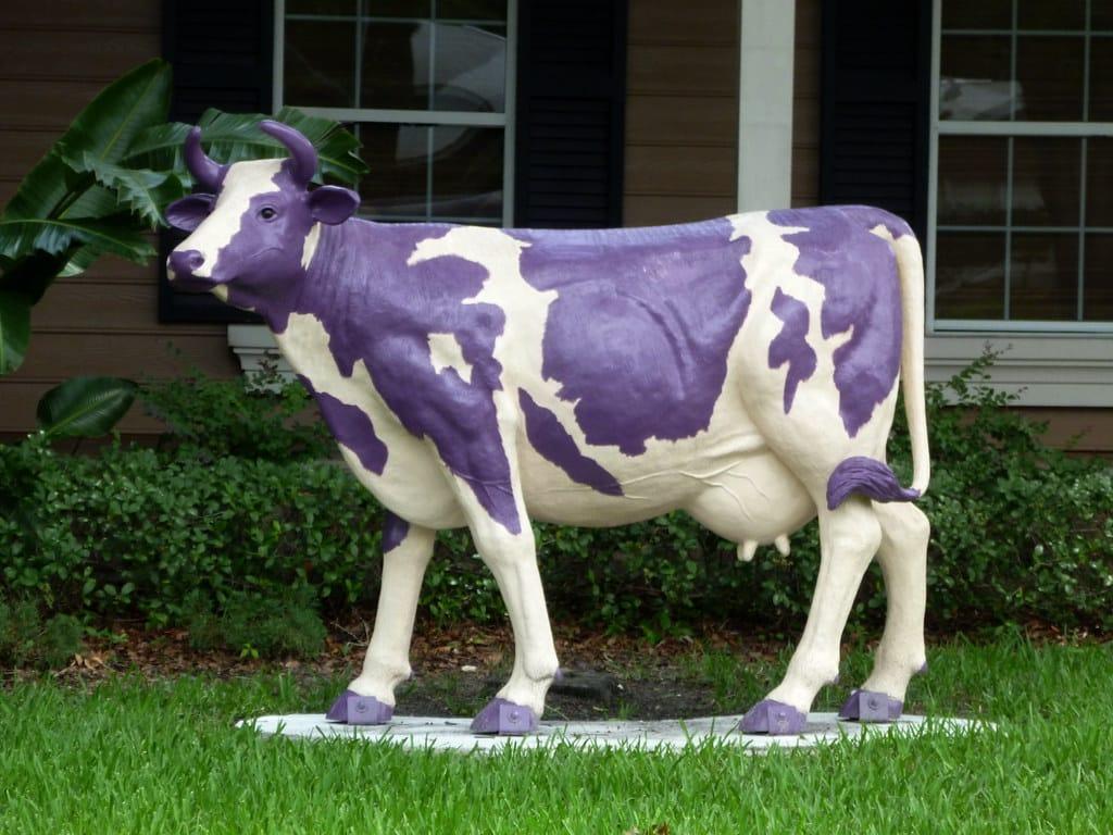Rappresentazione di una mucca viola.